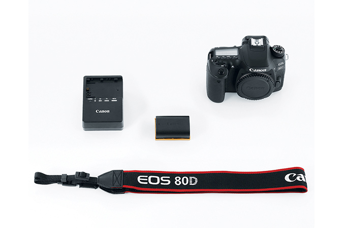EOS 80D Body view 4